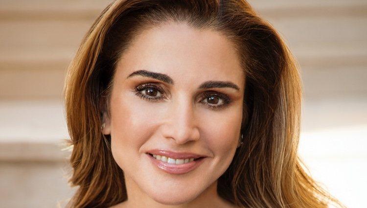 La Reina Rania de Jordania nunca decepciona con su propuesta beauty y maquillaje natural