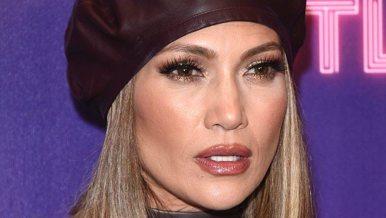 Deslumbrante y provocativa: así es el maquillaje de Jennifer Lopez