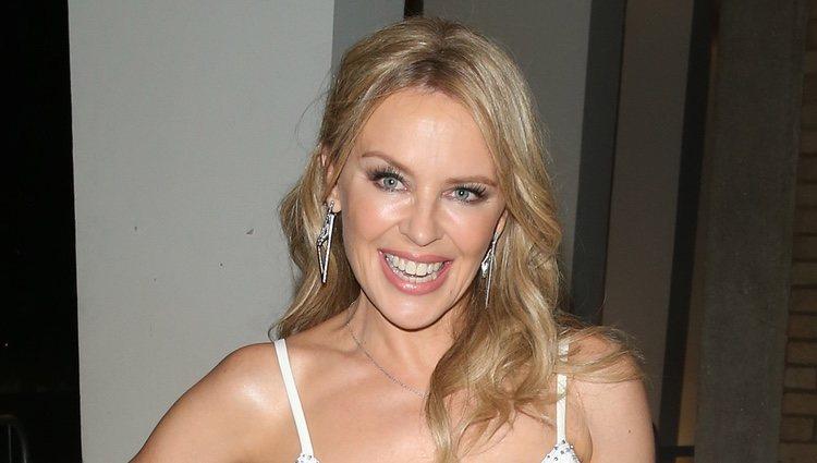 Kylie Minogue, Los brillos en la piel son viejos conocidos tras las cámaras