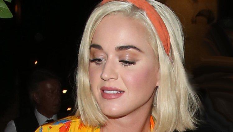La cantante Katy Perry se sube al carro del exceso de colorete y los brillos
