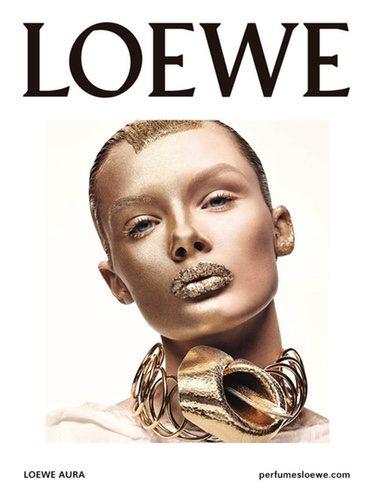 Imagen promocional del perfume 'Aura Pink Magnolia' y 'Aura White Magnolia' de Loewe