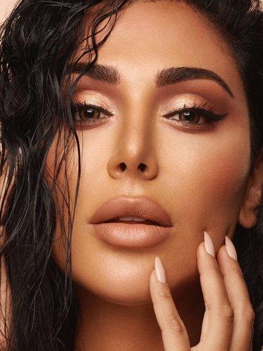 Huda Kattan para 'Nude Obsessions' de Huda Beauty