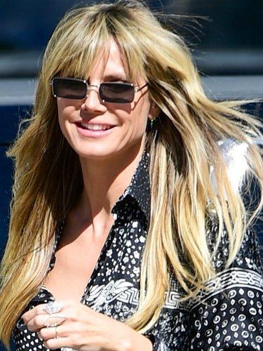 Heidi Klum con cabello sucio y gafas de sol cuadradas en Los Ángeles