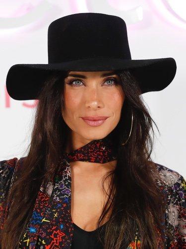 Pilar Rubio con maquillaje elegante y melena lisa