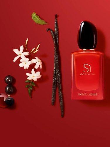 Perfume 'Sì passione intense' de Giorgio Armani