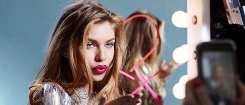 Stella Maxwell, el relevo de Candice Swanepoel como embajadora de Max Factor