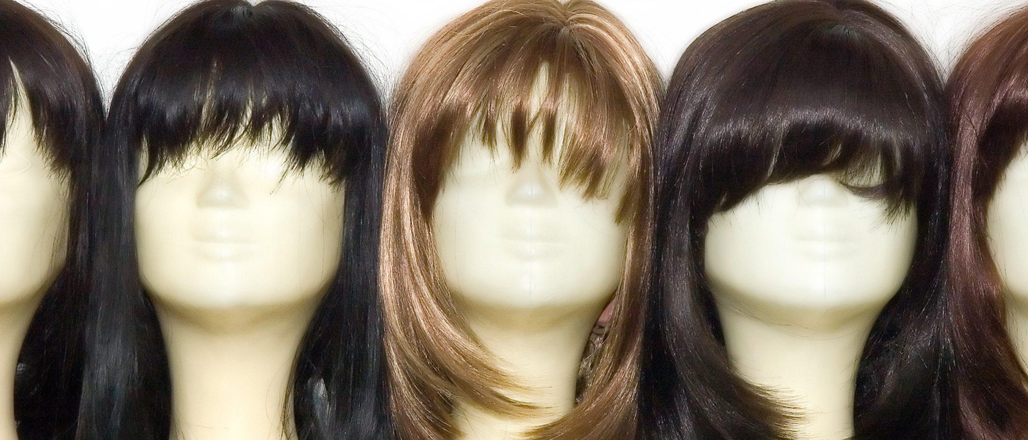 Cómo ponerse una peluca para que no se note