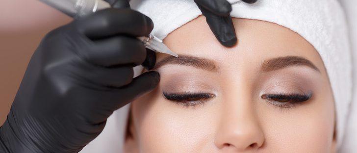 Paso a paso: cómo teñirse las cejas correctamente