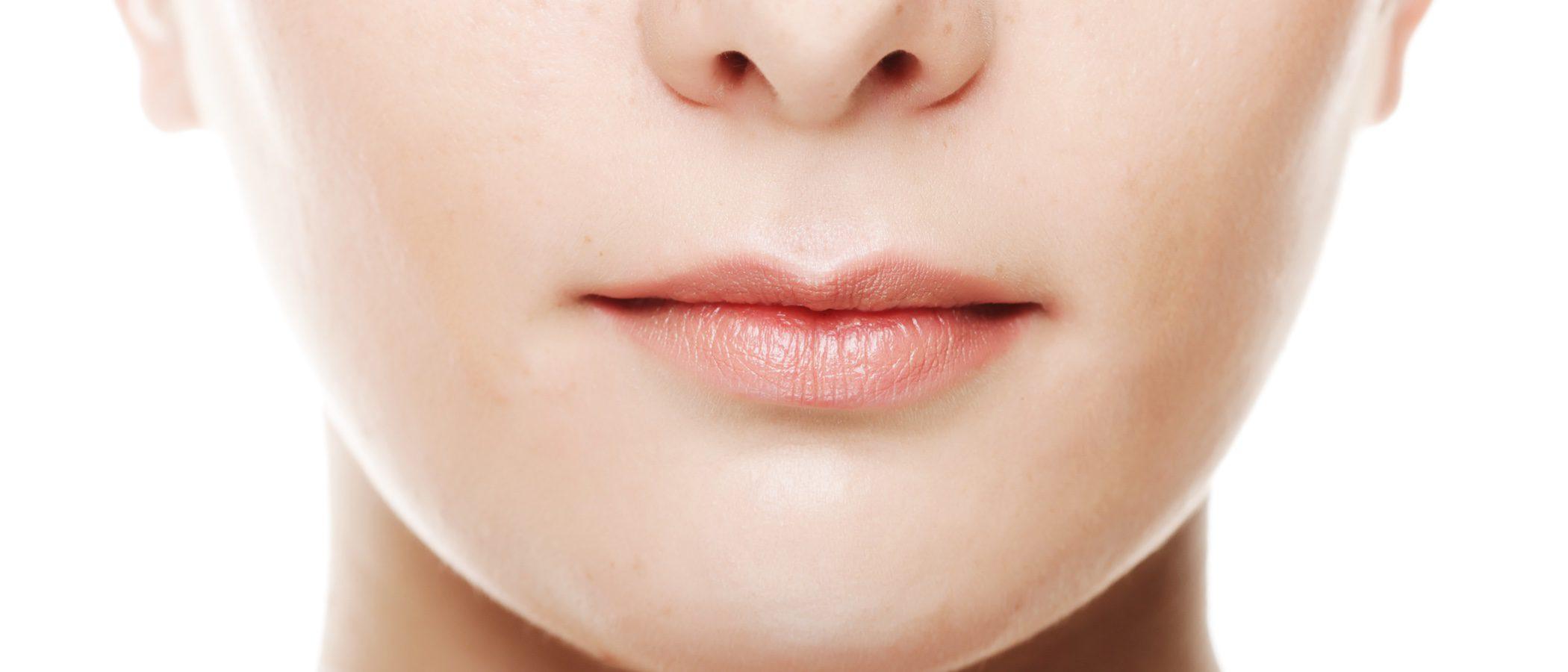 Cómo maquillarse los labios finos