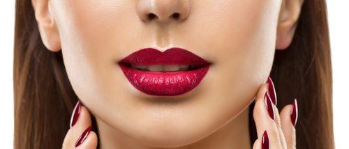 Cómo maquillarse los labios con forma de corazón