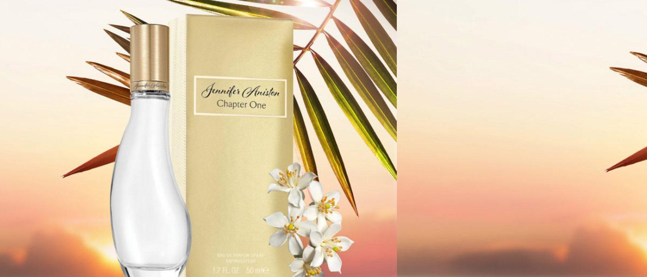 Jennifer Aniston te transporta a la costa californiana con su nueva fragancia 'Chapter One'