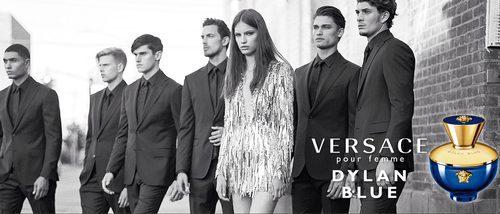 Versace apuesta por la sensualidad con su nueva fragancia femenina 'Dylan Blue'