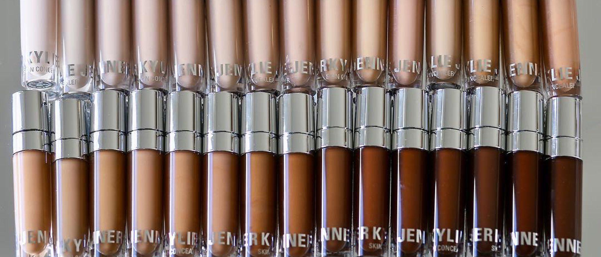 Kylie Jenner apuesta por 30 tonos de maquillaje, labiales en barra y un juego de brochas muy innovador