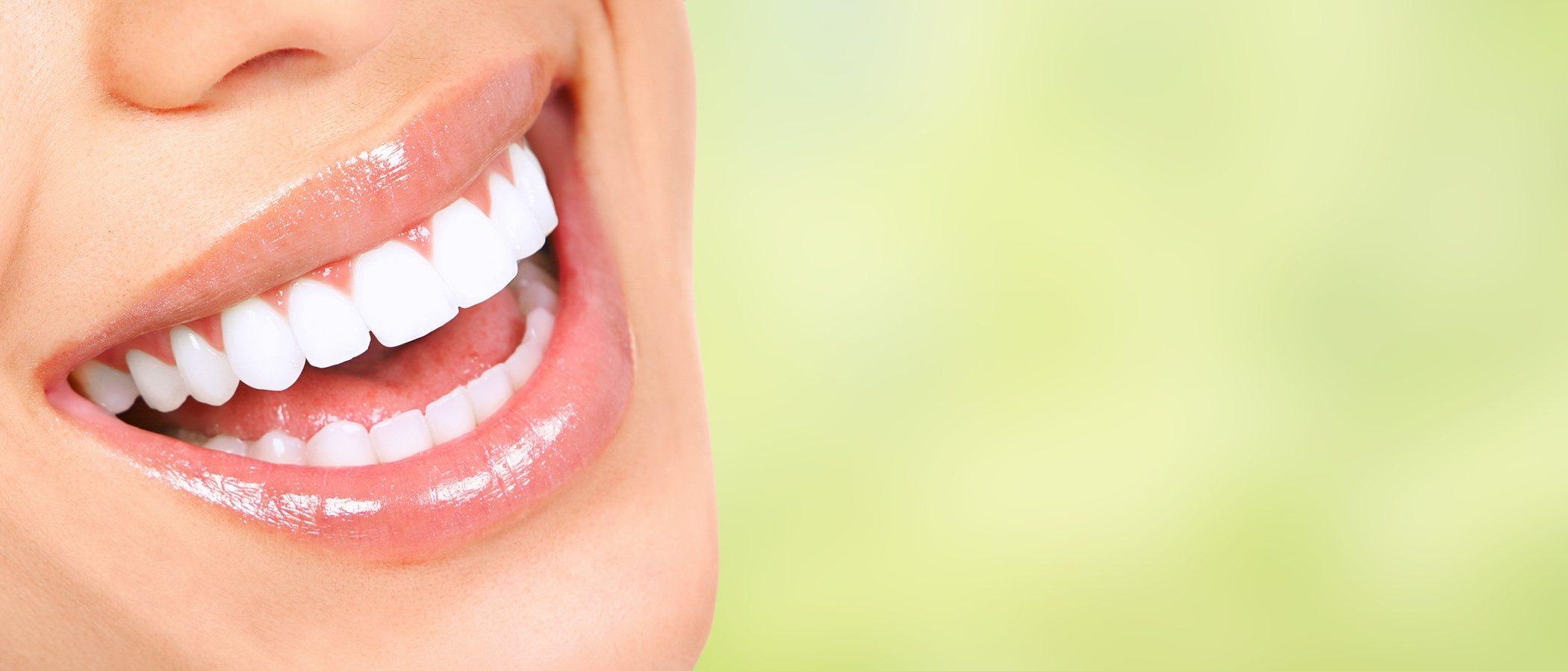Alimentos que ayudan a tener los dientes más blancos