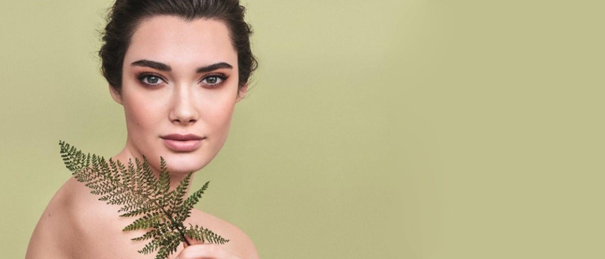 Consigue una rutina de limpieza facial impoluta con la nueva gama 'Pure Clear' de Kiko