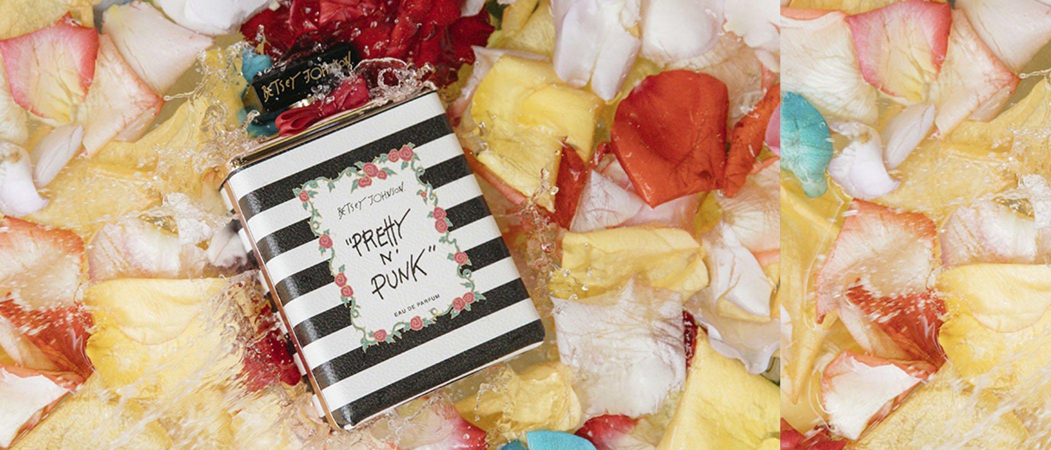 La diseñadora Betsey Johnson presenta su nueva y gamberra fragancia bajo el nombre de 'Pretty n 'Punk'