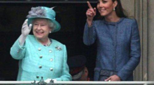 Essie se inspira en la Reina Isabel II y Kate Middleton para crear lacas de uñas