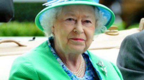 La Reina Isabel II ya tiene su propio perfume