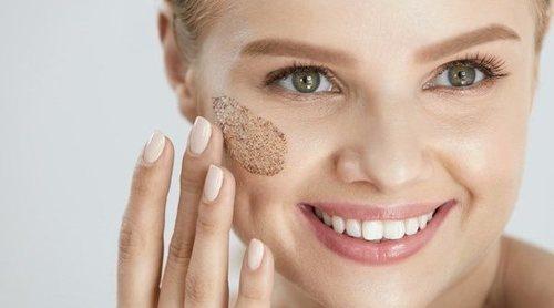 Exfoliante casero para la cara a base de azúcar moreno