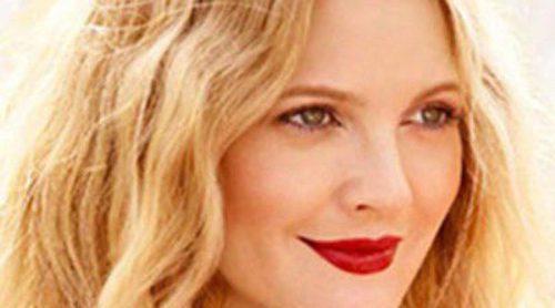 Drew Barrymore apuesta por los tonos rosados en su primera colección de maquillaje, 'Flower'