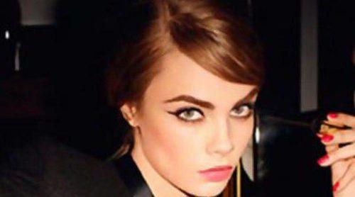 Cara Delevingne se convierte en una 'lolita' para la nueva máscara de Yves Saint Laurent