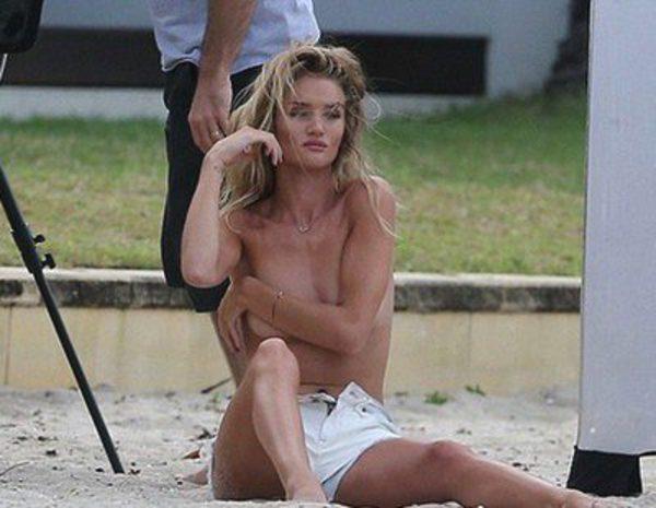 Rosie Huntington Whiteley Posa En Topless Para Promocionar Los