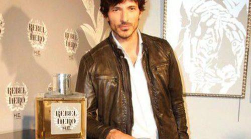 Andrés Velencoso, nuevo embajador del perfume 'Rebel Hero' de Mango