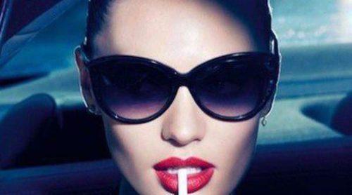 Candice Swanepoel: labios rojos y mirada felina en su nueva campaña para Max Factor