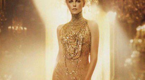 Charlize Theron, la chica dorada que trepa por la fragancia 'J'Adore Dior'