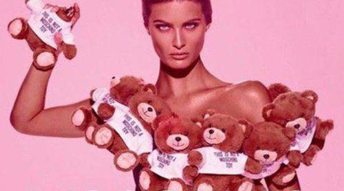 Isabeli Fontana presenta 'Moschino Toy', rodeada de ositos y con un packaging inigualable