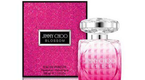 Jimmy Choo lanza una glamurosa fragancia para regalar estas Navidades: 'Blossom'