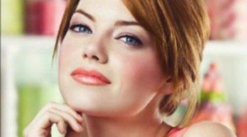 Emma Stone nos trae colores primaverales con Revlon