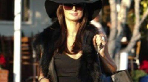 Paris Hilton cambia su look: la rubia heredera se pasa al moreno