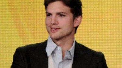 Ashton Kutcher se corta la melena