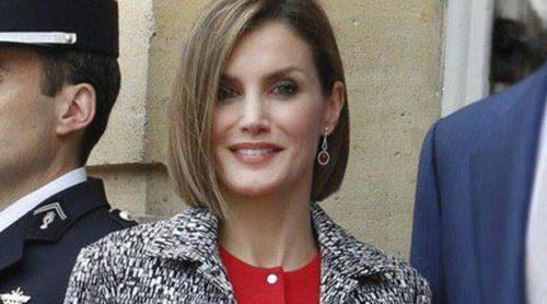 La Reina Letizia presume de la versatilidad de su corte bob en París