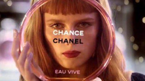 Chanel te invita a una aromática partida de bolos con 'Chance Eau Vive'