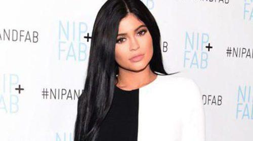 Kylie Jenner se estrena como embajadora de NIP+FAB