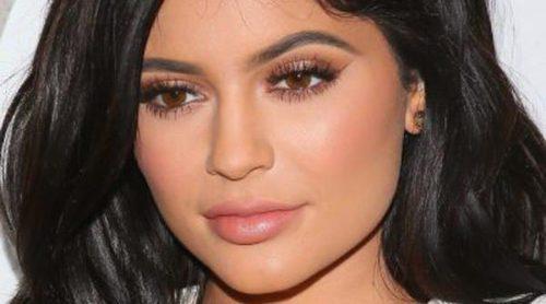Kylie Jenner se atreve con el negro en los nuevos labiales de 'Lip Kit by Kylie'