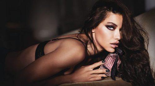 'Victoria's Secret Intense', la fragancia que envuelve a Adriana Lima en pura sensualidad
