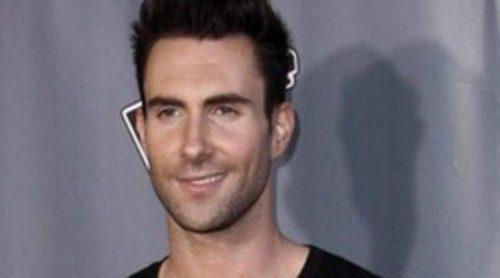 El cantante de Maroon 5 Adam Levine lanzará su primer perfume en 2013