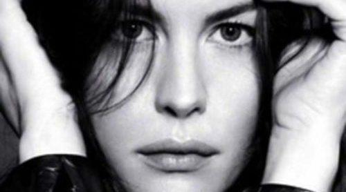 Liv Tyler canta en el nuevo vídeo promocional del perfume de Givenchy 'Very Irrésistible'