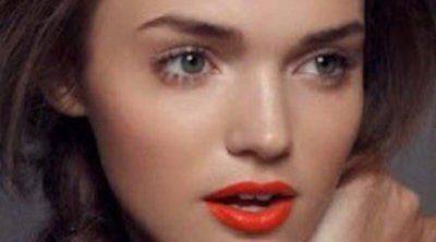 Este verano viste tus labios de color naranja