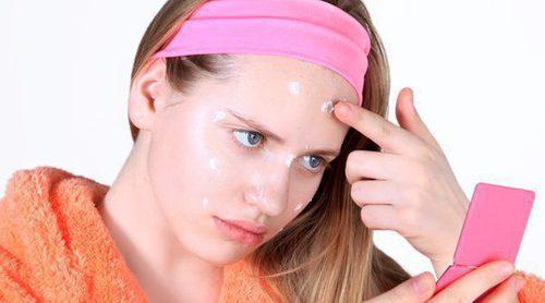 Cómo maquillarse para ocultar una espinilla
