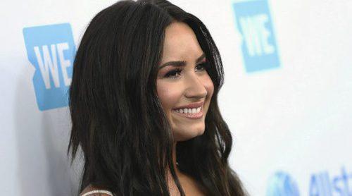 Maquíllate como Demi Lovato