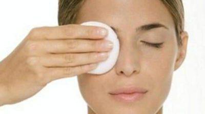 Aceite de jojoba, ideal para desmaquillar los ojos sensibles