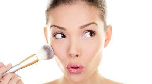 Cómo maquillarse para disimular un herpes facial
