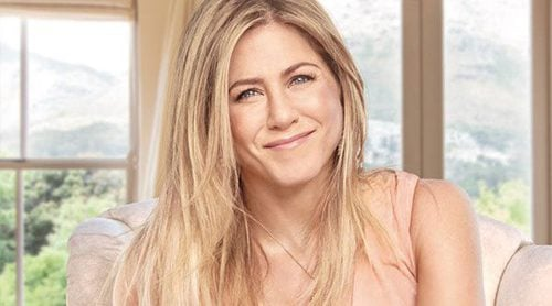 Jennifer Aniston te transporta a la costa californiana con su nueva fragancia 'Chapter One'