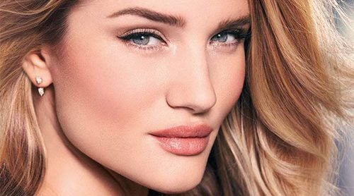 Rosie Huntington-Whiteley celebra 5 años de 'Rosie for Autograph' con la edición limitada 'Rose Gold'