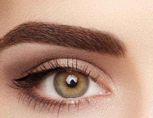 teñirse las cejas con tinte de pelo