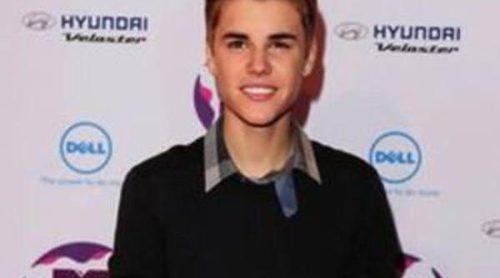 Justin Bieber recibe el premio Elizabeth Taylor Fragance Celebrity del Año 2012